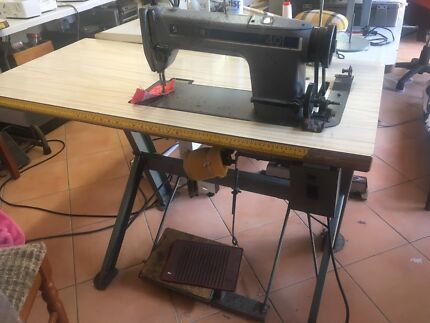 Industrial straight sewing machine Singer 492