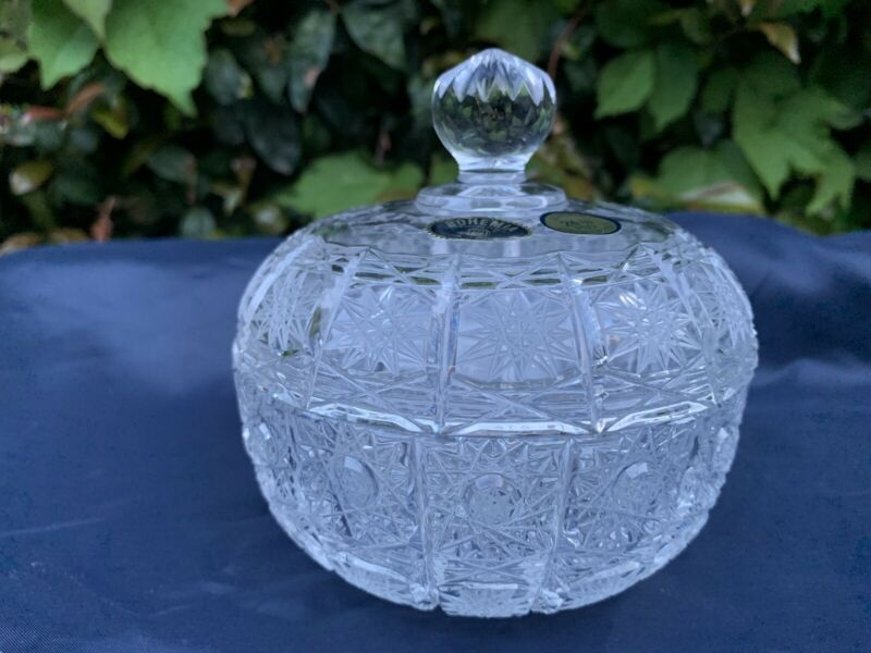 """VINTAGE BOHEMIA HAND CUT QUEEN LACE 24% LEAD CRYSTAL COVERED BOX 4.5"""" NIB MINT"""