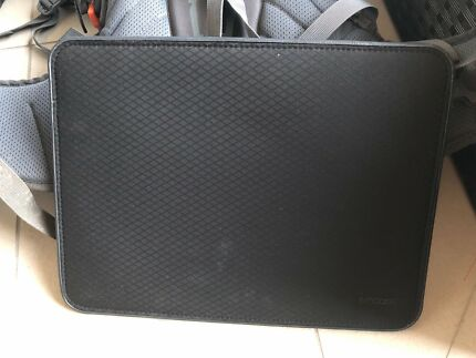"""INCASE ICON SLEEVE FOR MACBOOK AIR OR PRO 13"""""""