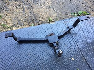 Light trailer hitch for a car