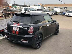 Low KM's fully Loaded Mini Cooper S