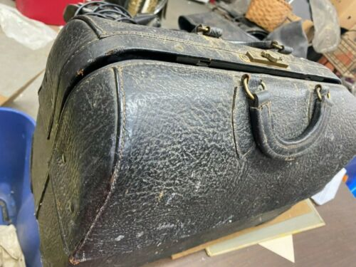 VINTAGE DOCTORS BAG WITH CONTENTS Ca.1900 COMES WITH DR.S PHARMACY KIT