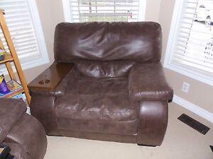 Couch 3pc's Oakville / Halton Region Toronto (GTA) image 2
