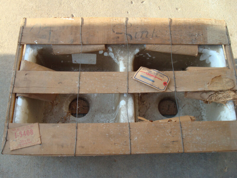 CAST IRON ANTIQUE KITCHEN SINK IN WOODEN CRATE  (NOS)