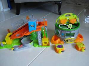 TRASH PACK SEWER DUMP TOY INCLUDING SCUM DRUM GARBAGE GAME