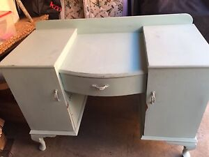 Selling very cute desk with drawers and shelves. Mermaid Waters Gold Coast City Preview