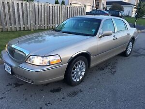2007 Lincoln Town Car Signature *RARELY SEEN WINTER*
