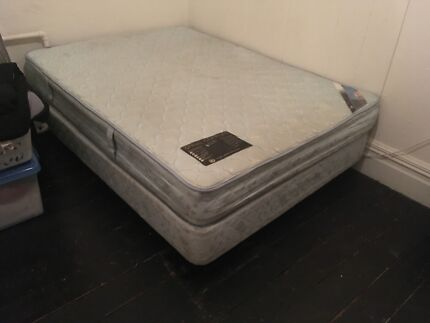 Double bed base on wheels and matress FREE