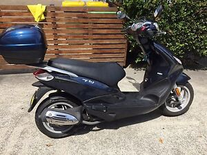 Piaggio fly 150cc blue with top box Bondi Eastern Suburbs Preview