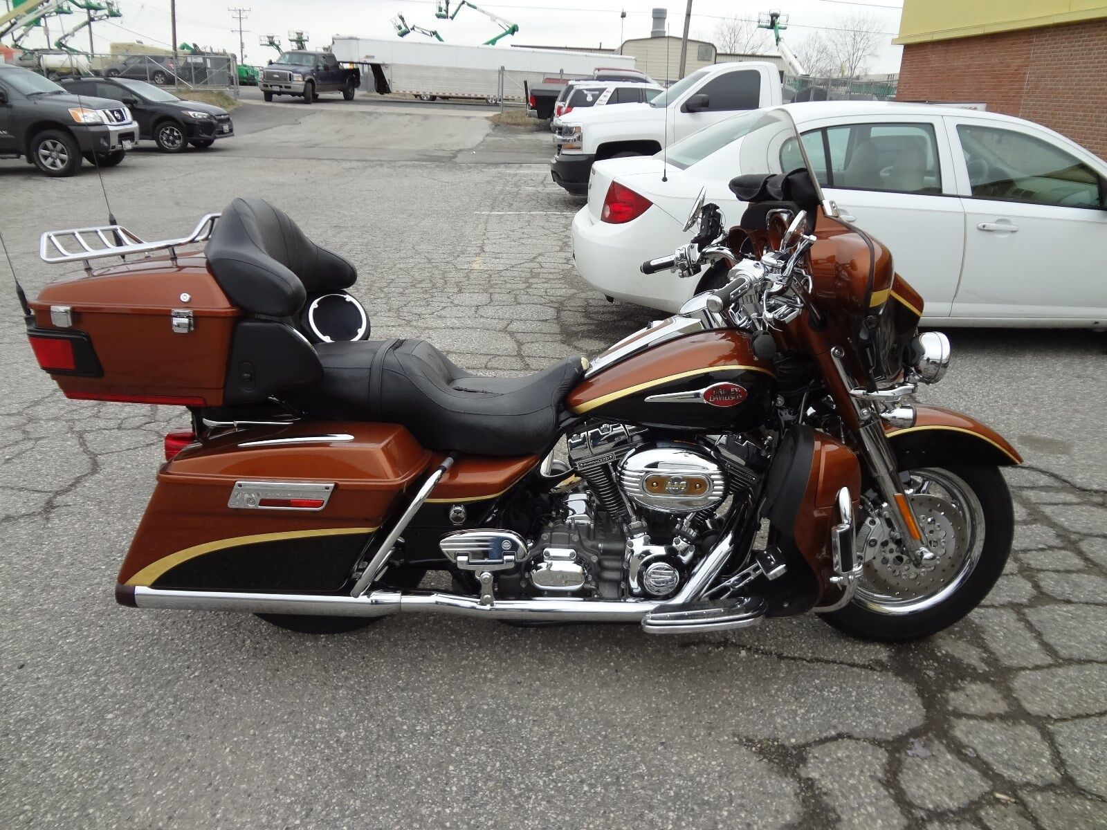 2008 HARLEY DAVIDSON CVO ULTRA CLASSIC WITH LOW MILES-