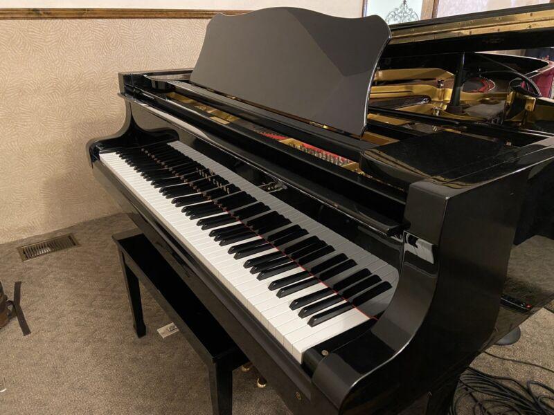 1985 YOUNG CHANG G-213 Grand Piano G010855 Serial