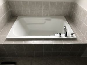 New Oversized Bath Tub with Faucet