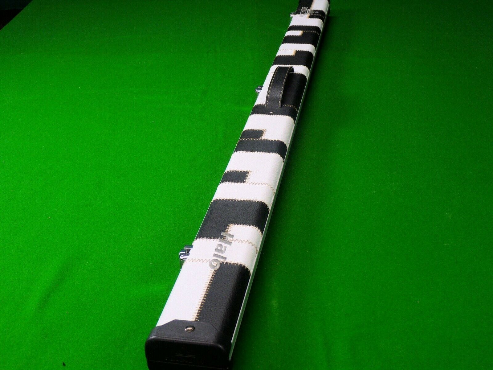 Peradon Halo Black/White Patch 3/4 Snooker Cue Case
