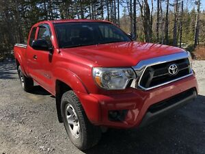 2014 Toyota Tacoma SR5 Beautiful, LOW KM