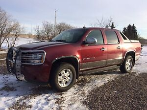 2009 Chevy avalanche crew cab 4x4  228162 km two Hills AB