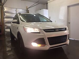 2013Ford Escape 4wd *financing available*