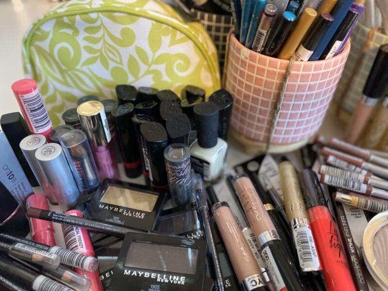 Premium Makeup Lot Revlon,Almay,Maybelline, Other 20Pcs + Clinique Bag Free 🌷