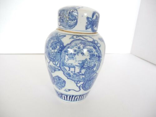 Beautiful Antique Porcelain Chinese Ginger Jar Blue & White Two Lids