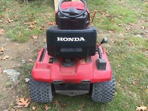 10 Hp  Honda lawn tractor for parts or can be repaired