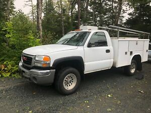 2005 GMC 2500HD Duramax Diesel service utility body 8' box