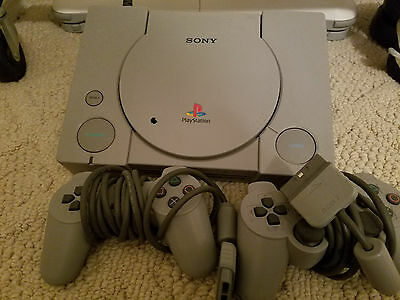 Sony PlayStation Launch Edition Gray Console (SCPH-7501) 2 Remotes & 10 Games