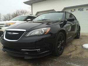 Mint Chrysler 200S Special Edition - Rare Find!