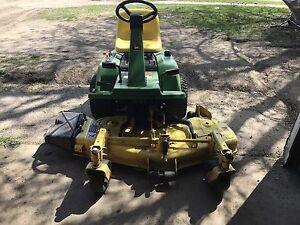 Lawnmower John Deere F525