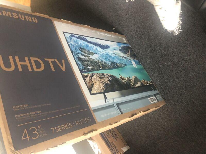 "Samsung RU7100 43"" Class HDR 4K UHD Smart LED TV UN43RU7100FXZA Opened"