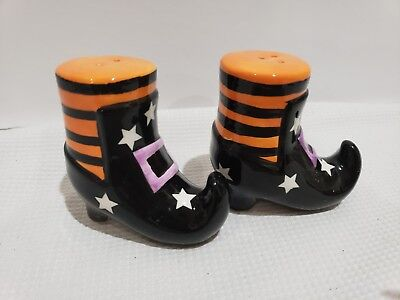HALLOWEEN WITCH BOOTS SHOES SALT AND PEPPER SHAKERS  (Halloween Boots And Shoes)
