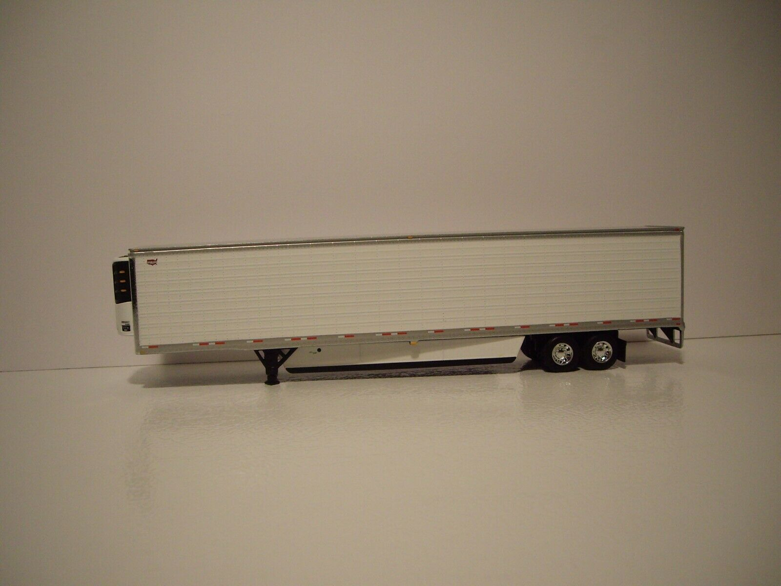 DCP FIRST GEAR 1/64 53' WABASH WHITE ARCTICLITE TANDEM AXLE REEFER VAN 1