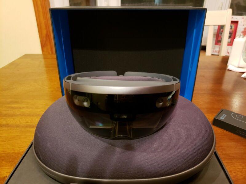 Microsoft Hololens Development Edition - AR Headset. W/clicker Excellent Cond