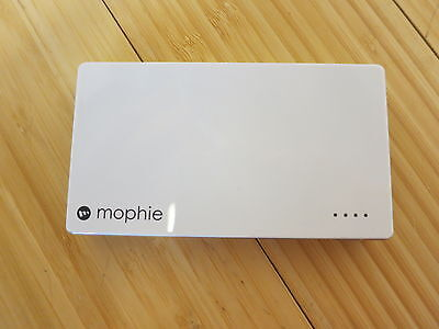 Mophie Juice Pack powerstation 4,000mAH 2.1Amp Apple Glossy White Power...