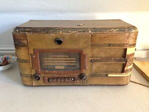 Large Antique Wooden General Electric Radio