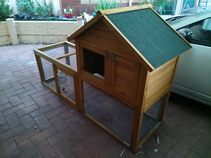 Rabbit hutch with water bottle Canning Vale Canning Area Preview