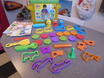 PLAY -DOH SESAME STREET FUN SHAPE BUCKET  WITH EXTRA STAMPS VERY CLEAN