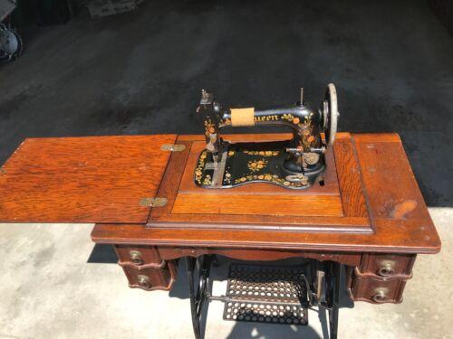 Antique/Vintage 1890s Queen Treadle Sewing Machine Fiddle Base Oak Cabinet