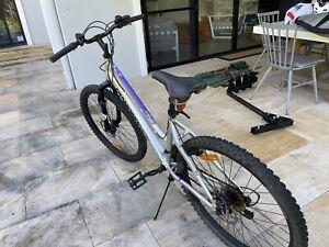 Girls Diamondback mountain bike (suit 10-14 yr old)