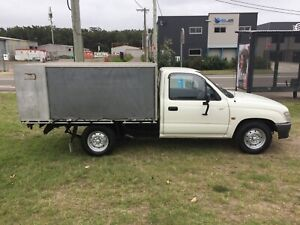 TOYOTA HILUX / MANUAL / ONLY 92,000KMS / ALLOY CANOPY Redhead Lake Macquarie Area Preview