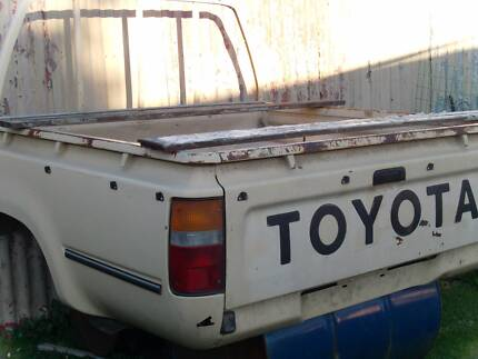 Toyota Hilux Duel Cab  4X4     (TUB ) 1992   to  1996  model