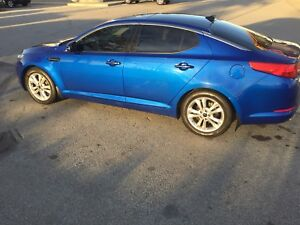 LOW KMS - 2011 Kia Optima EX - Loaded, Leather, Warranty