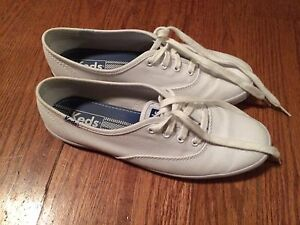 lightly worn Keds size 7.5!