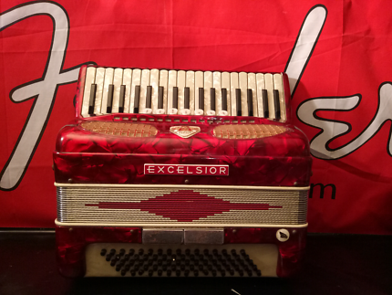 EXCELSIOR 80 BASS PIANO ACCORDION MADE IN ITALY