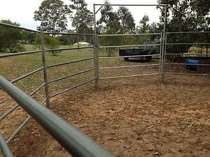 Horse round yard/portable panels South Maclean Logan Area Preview