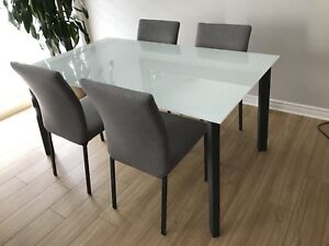 Kitchen table with 4 chairs- Maison Corbeil