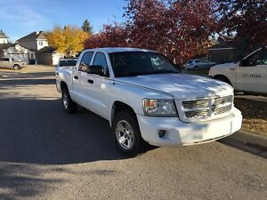 2008 Dodge Dakota SXT, low km's, $4200