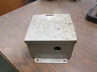 Cutler-hammer Enclosed Transformer 1f0890 .050kva Pri 240480v Sec 120v Used