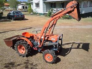 TRACTOR KUBOTA 4WD FRONT END LOADER Hatton Vale Lockyer Valley Preview