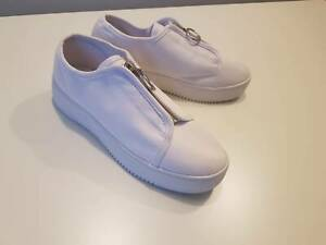Betty Basic White Size 7 (38) Zip Sneaker – Brand New Wollongong Wollongong Area Preview