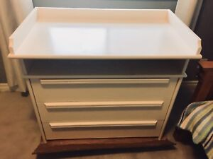 Change table with 3 drawers