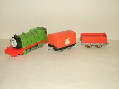 Thomas the Train Trackmaster Motorized Percy Engine With 2 cars